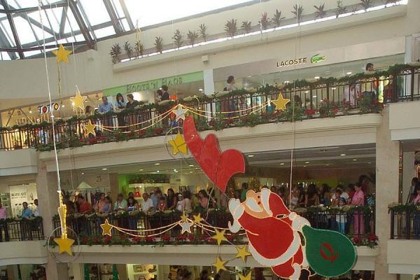 Centros comerciales se alistan para temporada navide a - Decoracion navidena para comercios ...