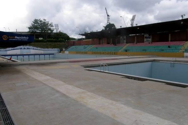 Las piscinas ol mpicas se 39 hunden 39 en el olvido noticias - Piscinas en santander ...