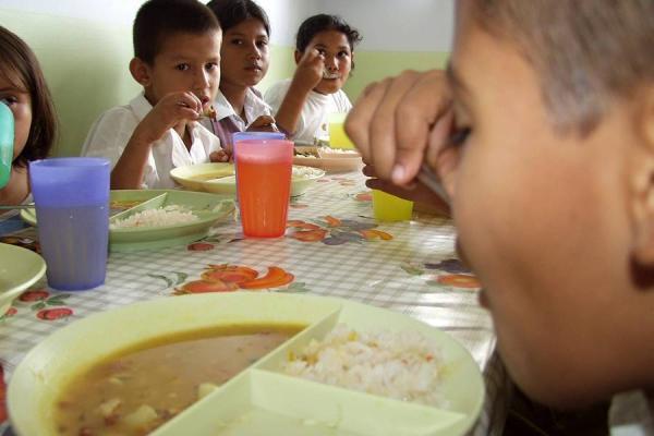 Entregan utensilios de mesa para ni os de el p ramo for Utensilios de cocina colombia