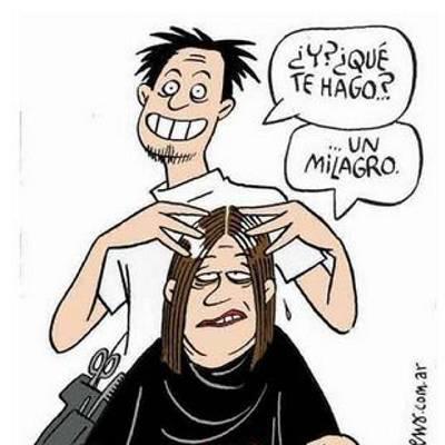 El peluquero se folla a su clienta en el suelo del lavabo