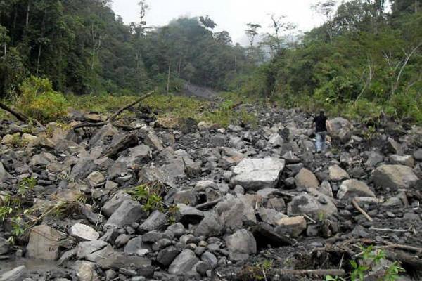 En Santa Helena del Opón dos puentes colapsaron por creciente ... - Vanguardia Liberal