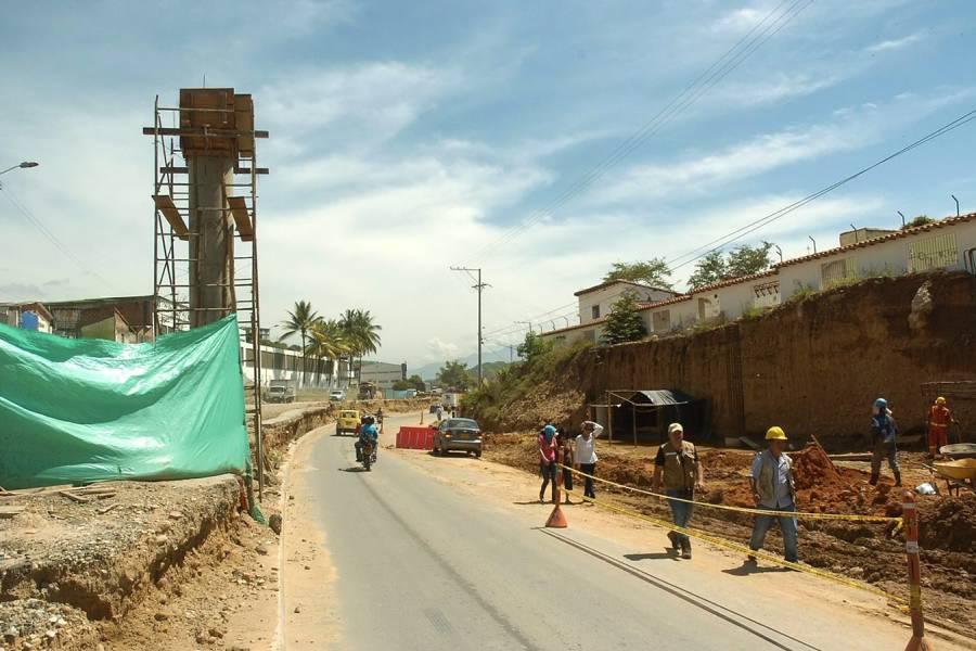 Ubican puente peatonal en zona urbana de Girón