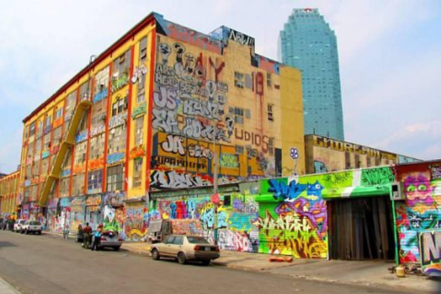 Regalan auto a grafiteros cuyo mural apareció sin permiso en anuncio de J.Lo