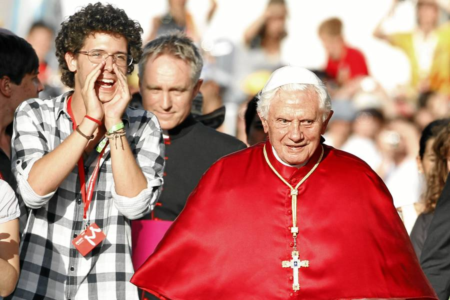 Regalan a Benedicto XVI un huevo de pascua de chocolate de 250 kilos