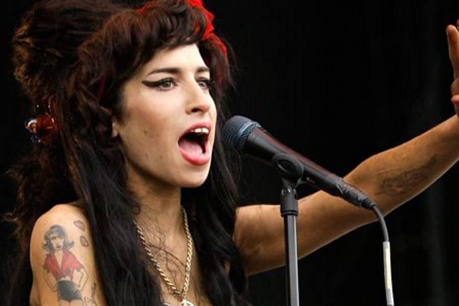 Juez confirma muerte accidental de Amy Winehouse envenenada por alcohol