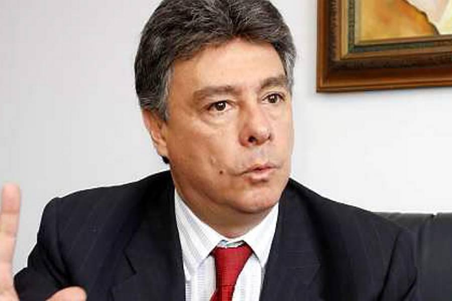 Exidirector de la DNE, Carlos Albornoz, permanecerá en libertad