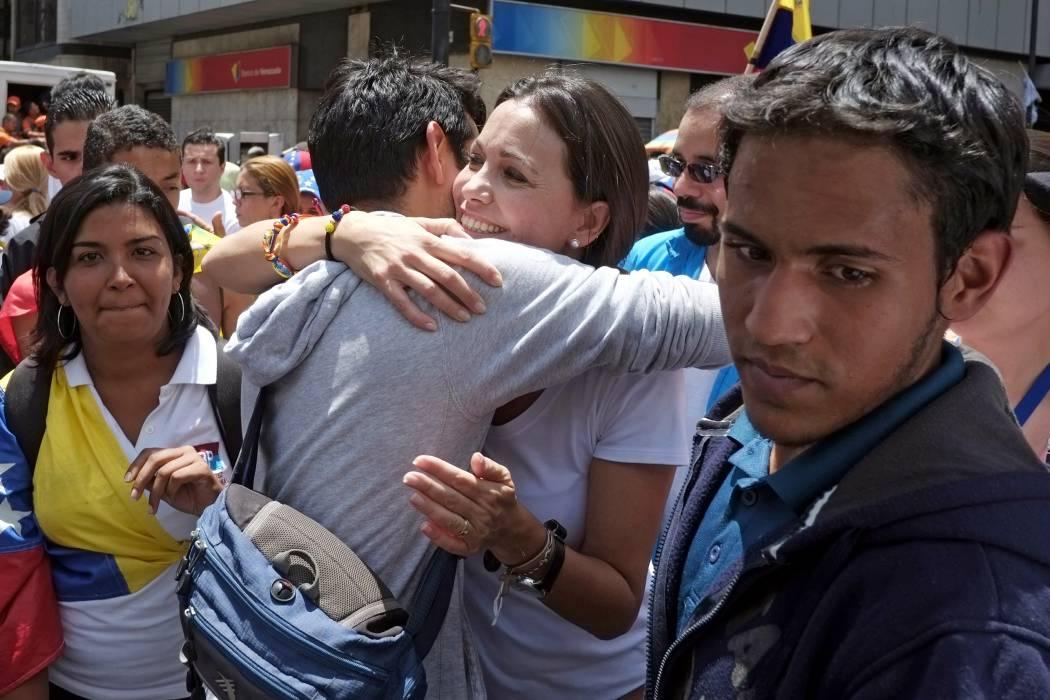 Destituida congresista opositora declara ante fiscalía venezolana