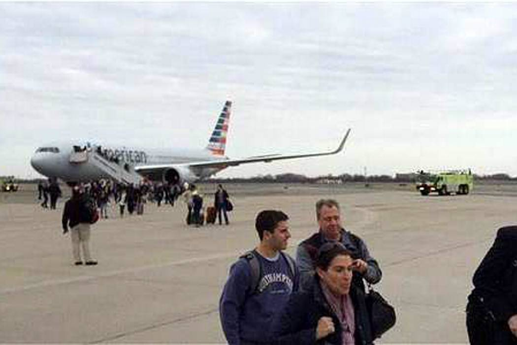 Evacuaron avión en Nueva York por un falso aviso de bomba