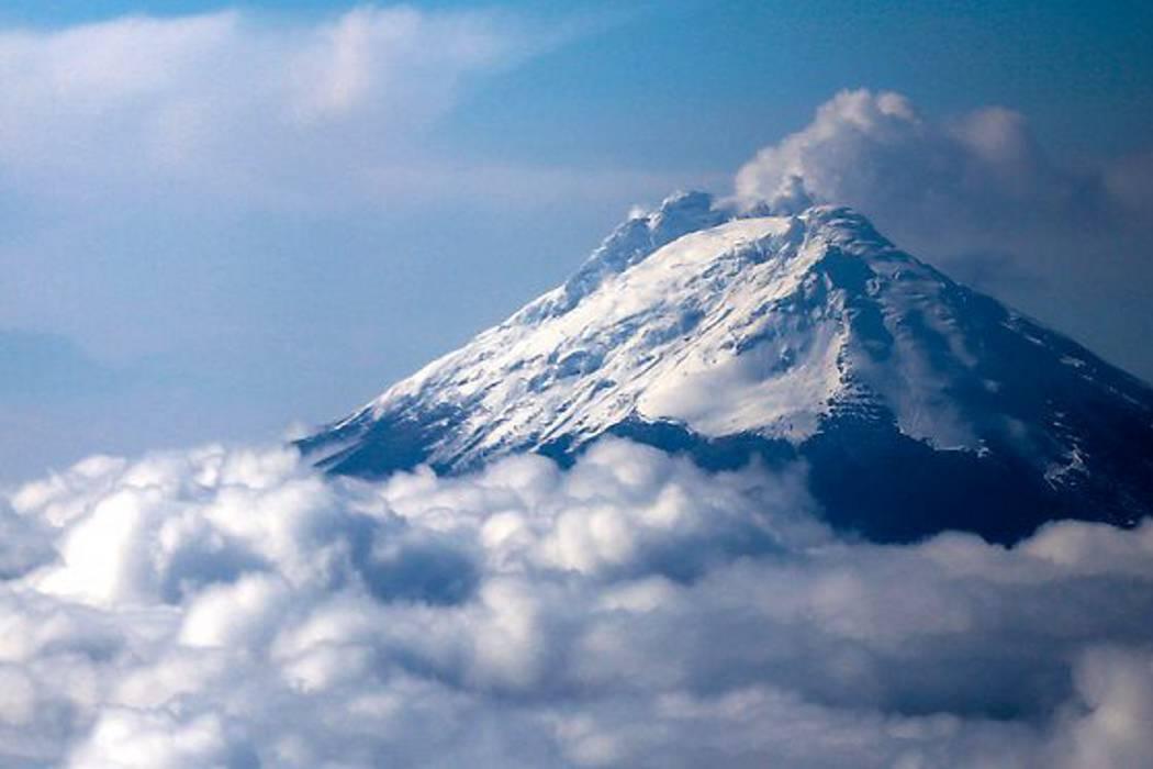 Continúa la emisión de ceniza en el volcán Nevado del Ruiz