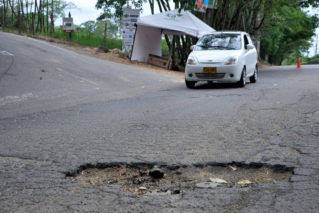 Autoridades pavimentaron la vía central de Ruitoque
