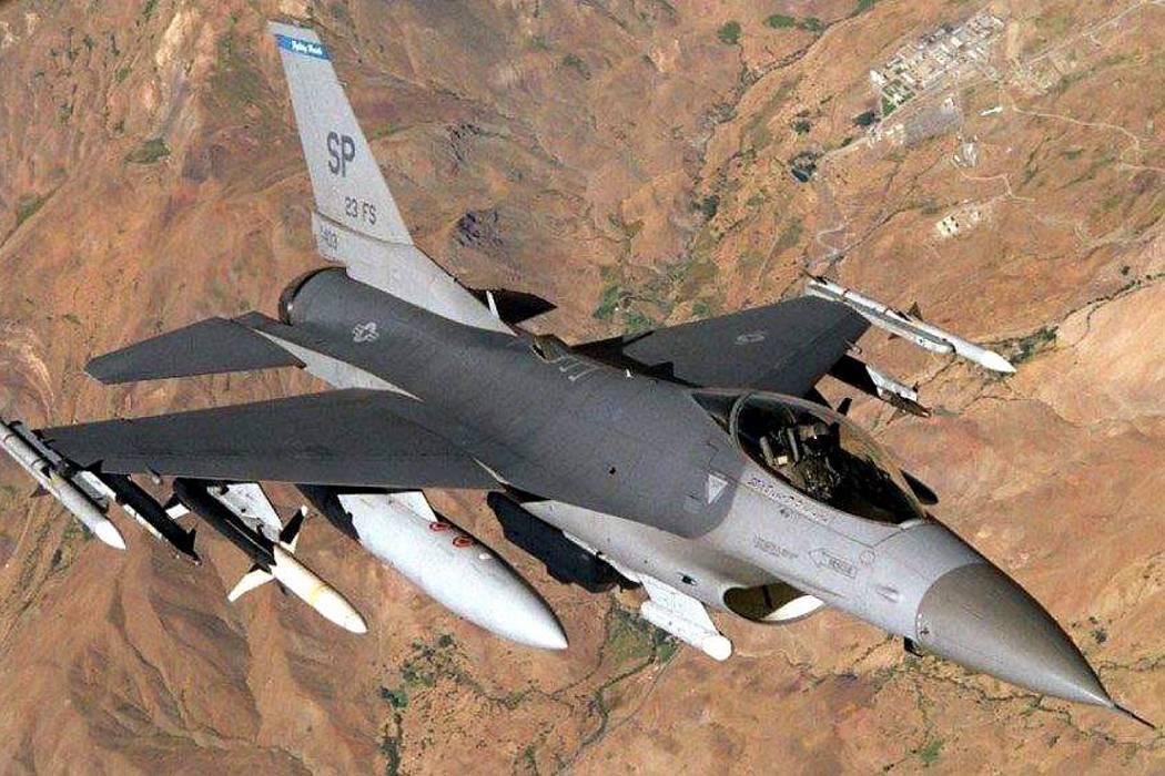 Emiratos ordenó estacionar cazas para luchar contra EI