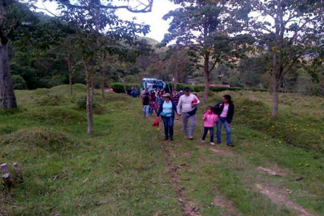 Con un recorrido ecológico, la  Cdmb sensibiliza a la ciudadanía