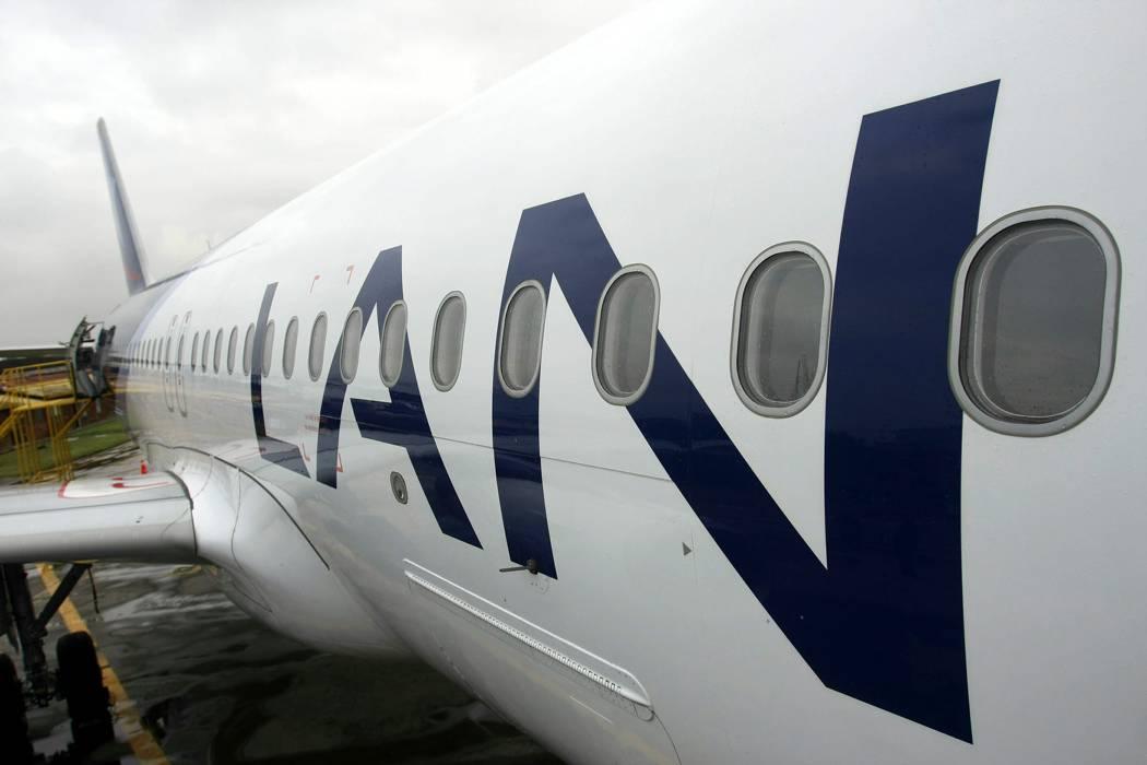 Broma de pasajero provocó evacuación de vuelo LAN