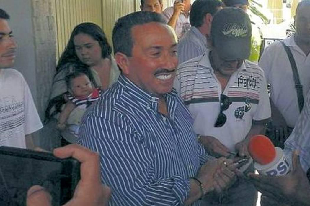 Hugo Aguilar salió ayer de la cárcel de San Gil