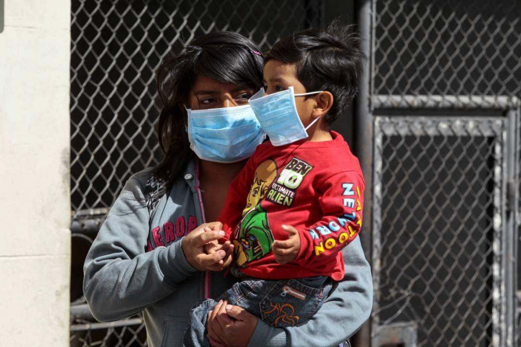 Evacúan zonas cercanas al volcán ecuatoriano Cotopaxi