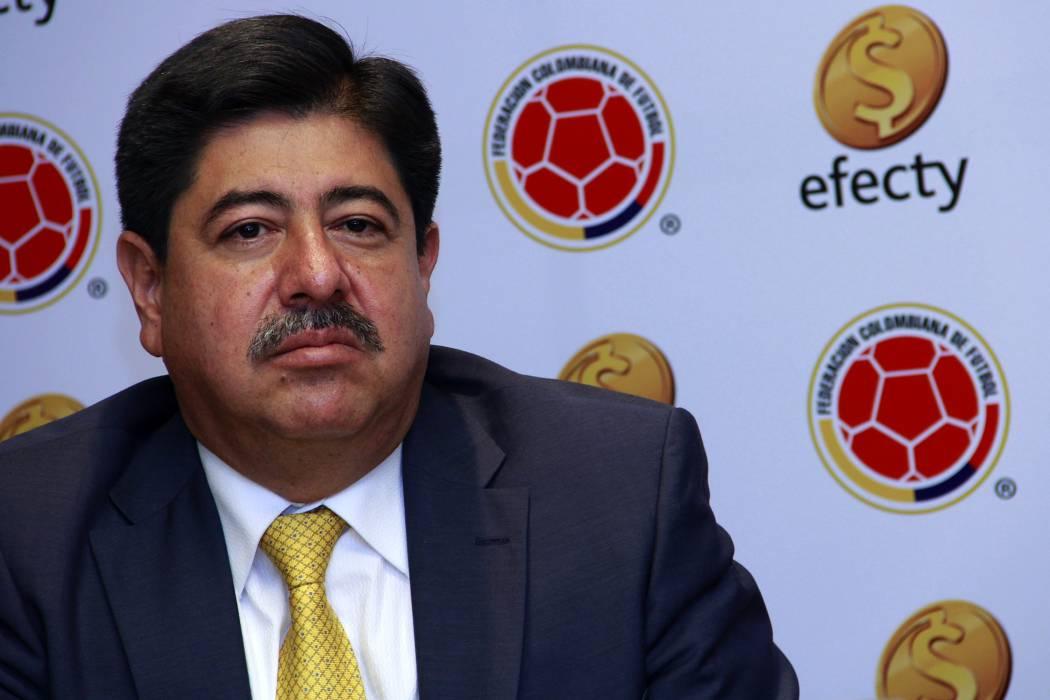 Luis Bedoya presentó renuncia a la presidencia de la Fedefútbol