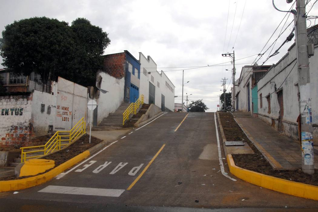 "Pavimentaron la ""Calle del Humo"" en barrio Chapinero"