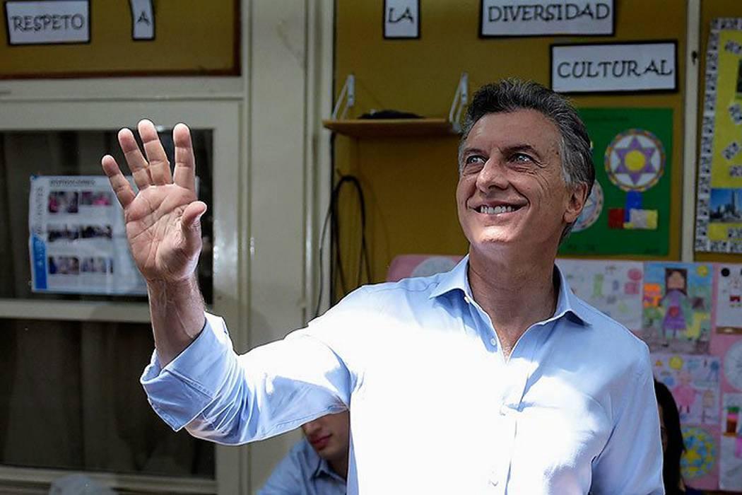 Cierra votación en Argentina y sondeos dan ganador al conservador Mauricio Macri