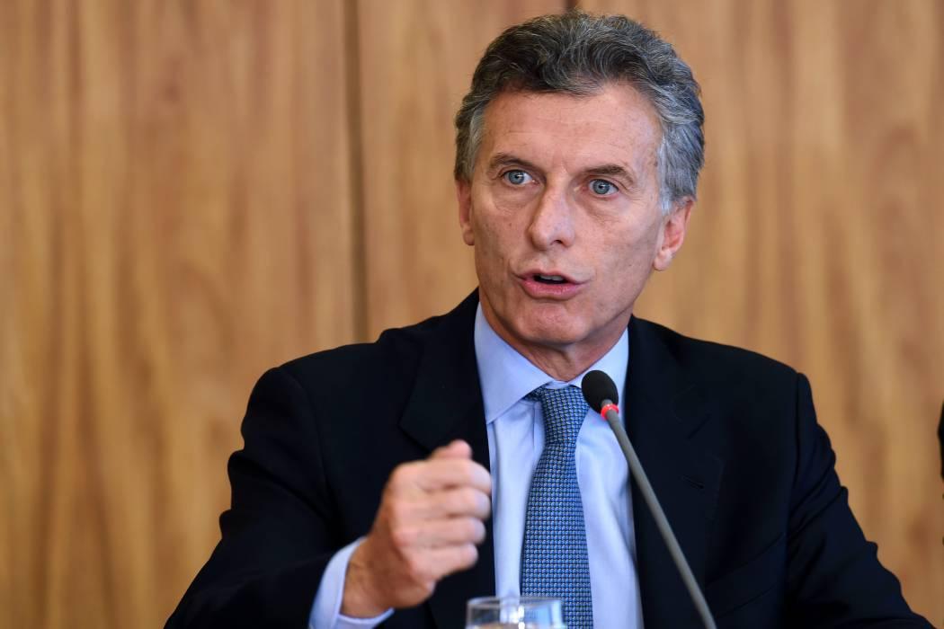 Macri asume presidencia argentina con tensión política