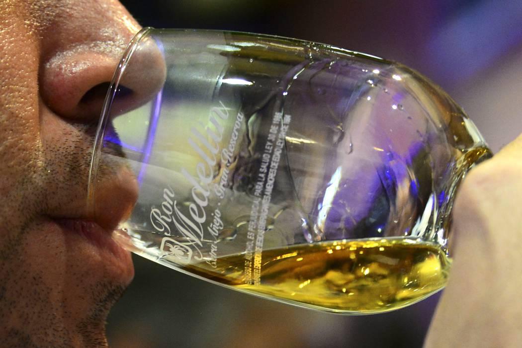 Advierten que antiácidos no protegen de efectos del alcohol
