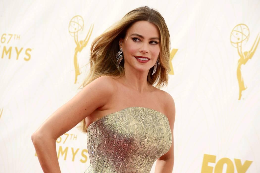 Thalía presume de que Sofía Vergara luce uno de sus diseños de ropa