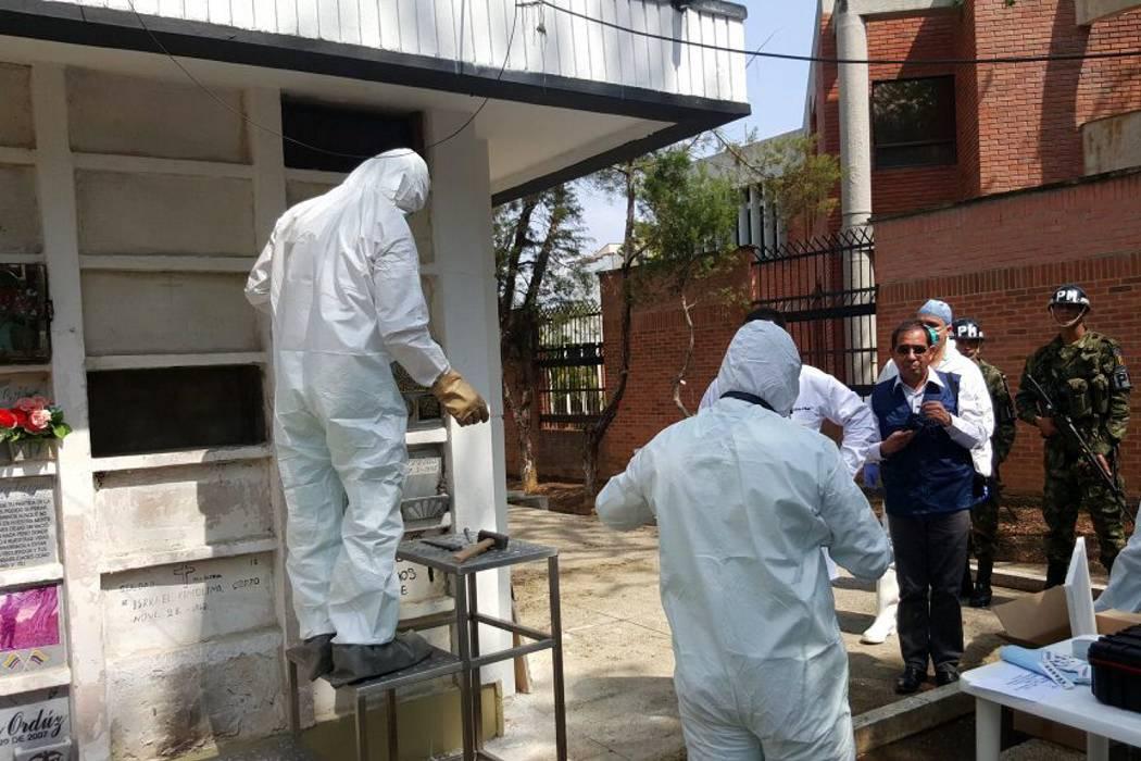 Exhuman restos en Bucaramanga para identificar si pertenecen al cura Camilo Torres