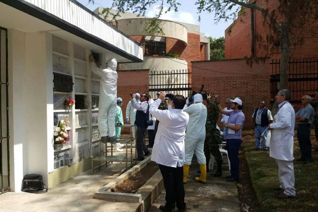 Exhuman en Bucaramanga restos que podrían pertenecer al cura Camilo Torres