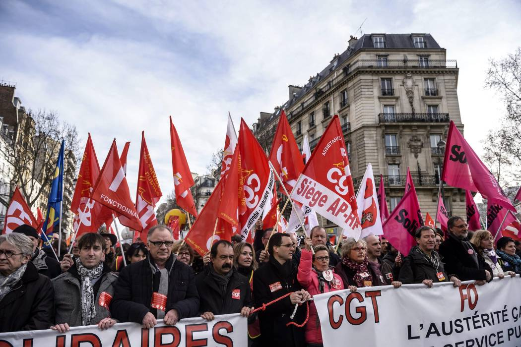 Evacuan seis escuelas en París por amenaza de bomba