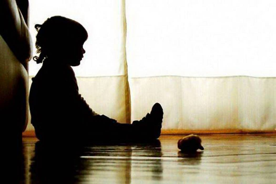 Hombre se hizo pasar por modista infantil para abusar de dos menores