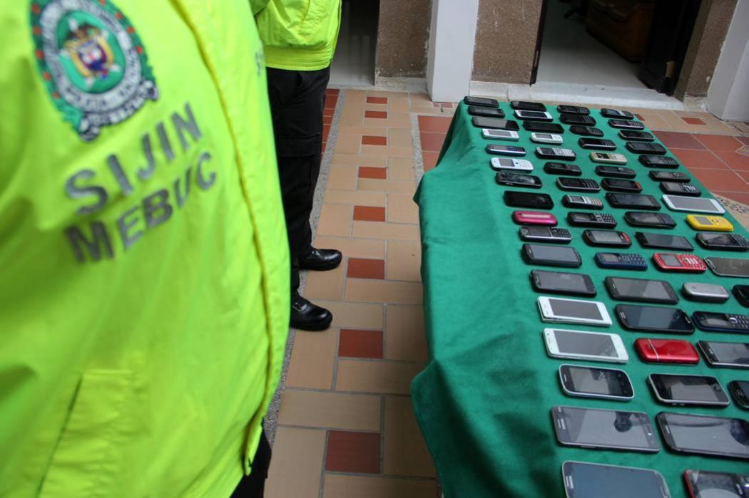 Habrá más controles al mercado de celulares: director de la CRC