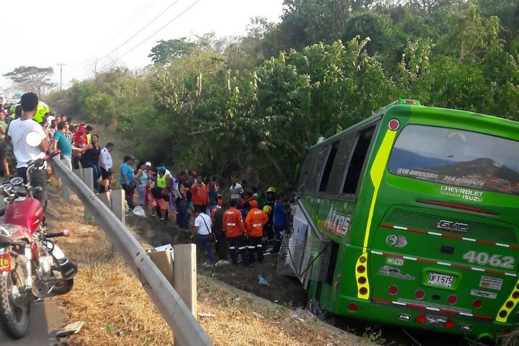 Dos muertos y 38 heridos en accidente de bus con destino a Bucaramanga