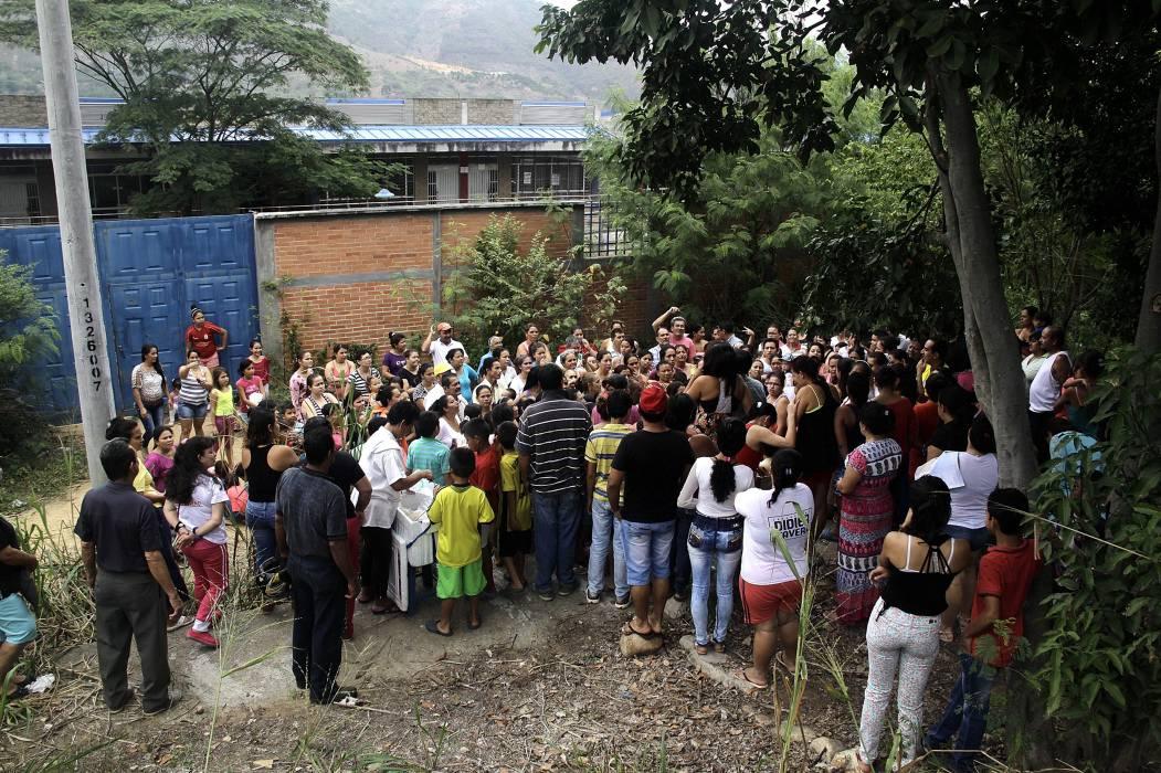Nueva protesta en Colegio Villas de San Ignacio de Bucaramanga por el transporte escolar