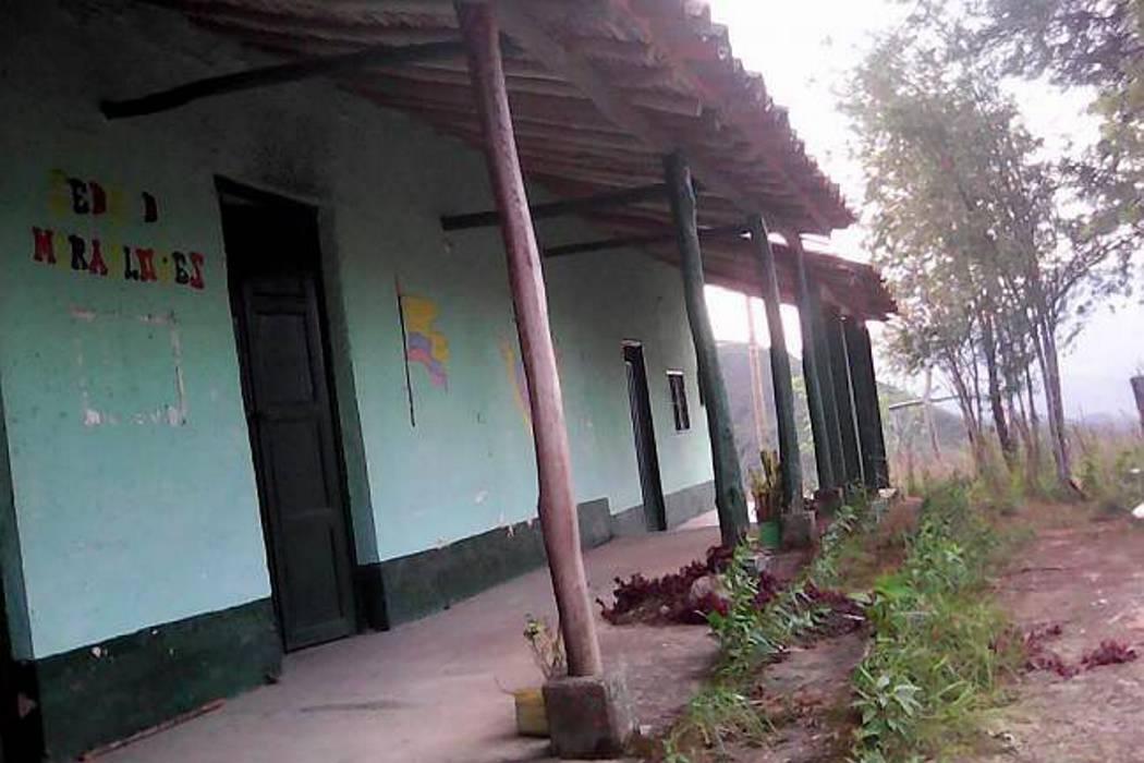 Niños de escuela de Santander aún no reciben clases por falta de docente