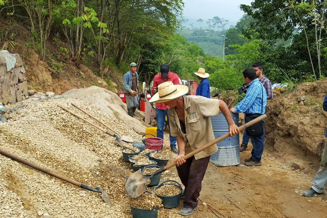 Avanzan placas huellas en sector rural de Girón
