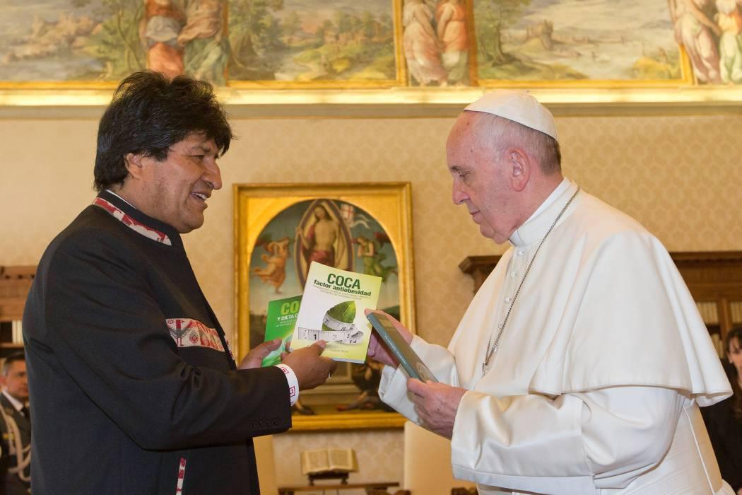 Evo Morales le recomendó al Papa tomar hoja de coca