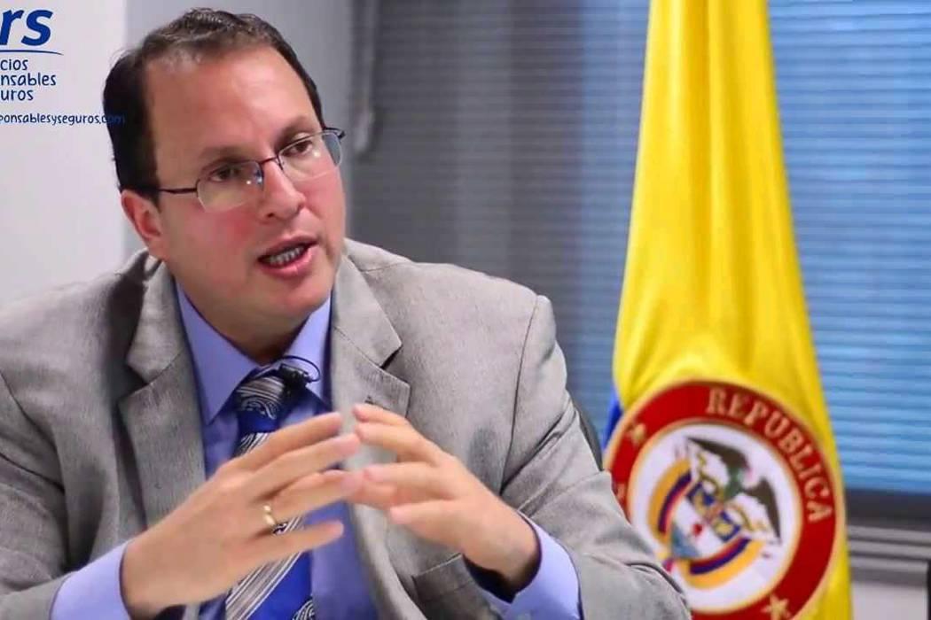 Renunció el director de la Uiaf, Luis Suárez