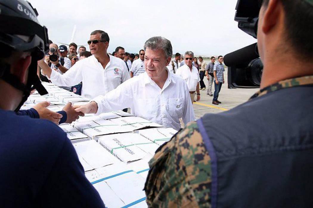 Presidente Santos llegó a manta con 23 toneladas de ayuda humanitaria