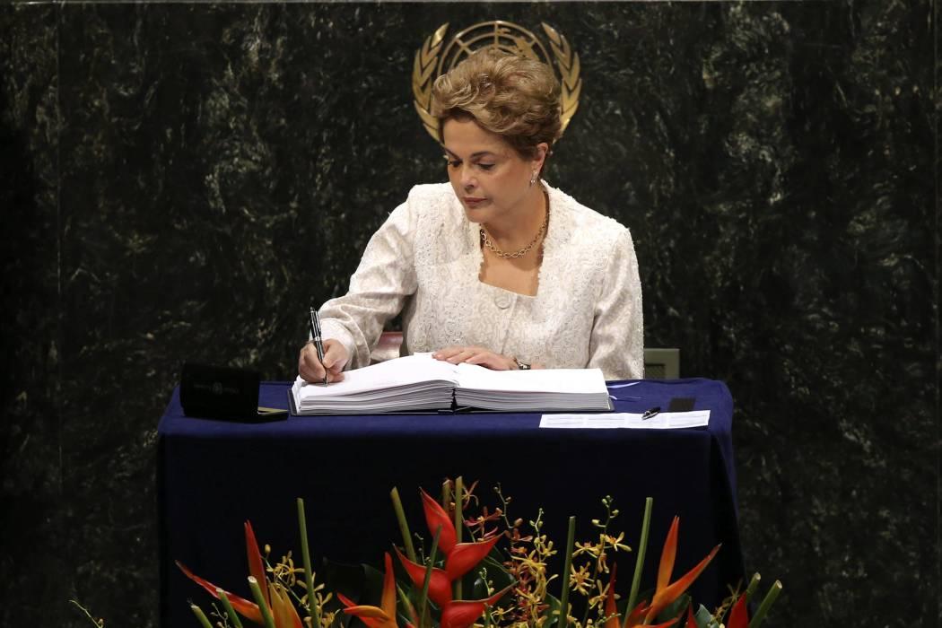 El Senado de Brasil conforma comisión para destitución de Rousseff