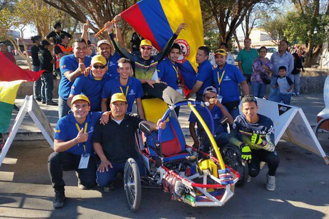 Estudiantes de Girón se destacaron en carrera por el desierto en Chile