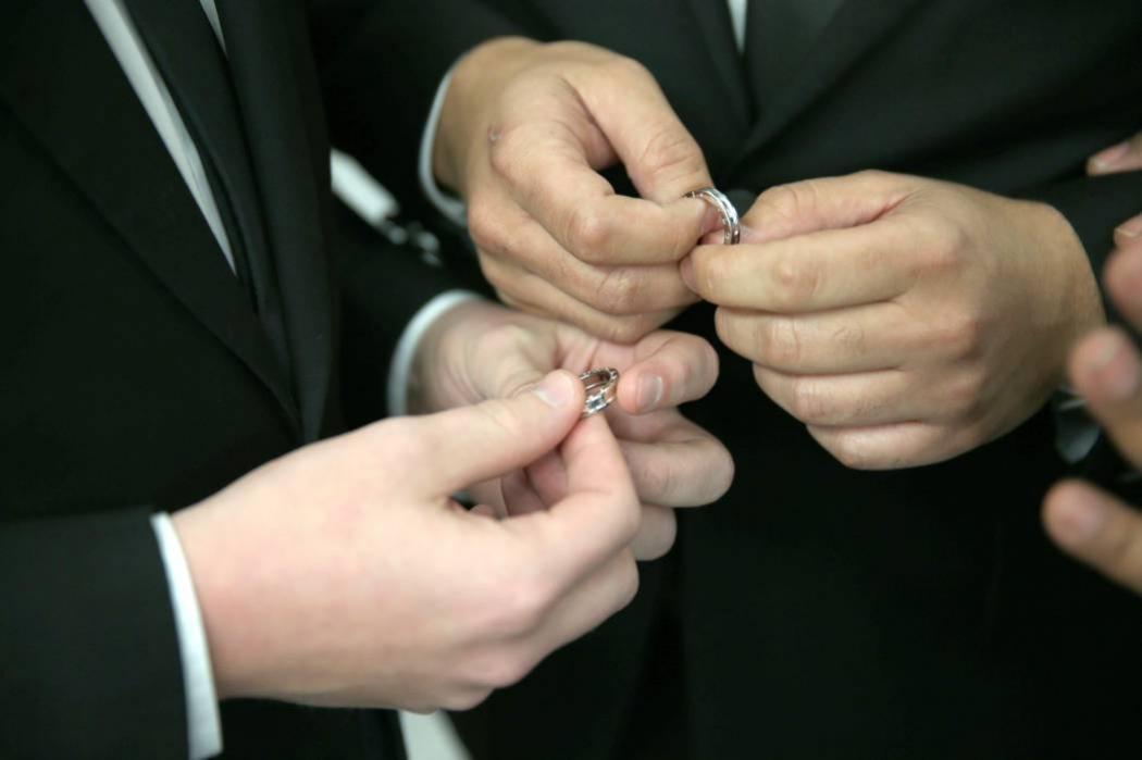 Jueces no se podrán negar a casar parejas del mismo sexo: Corte