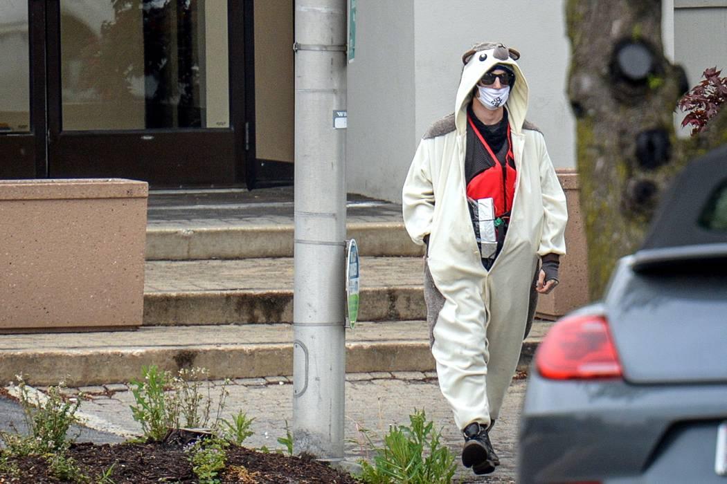 Un hombre vestido de panda amenazó con explotar una estación de televisión