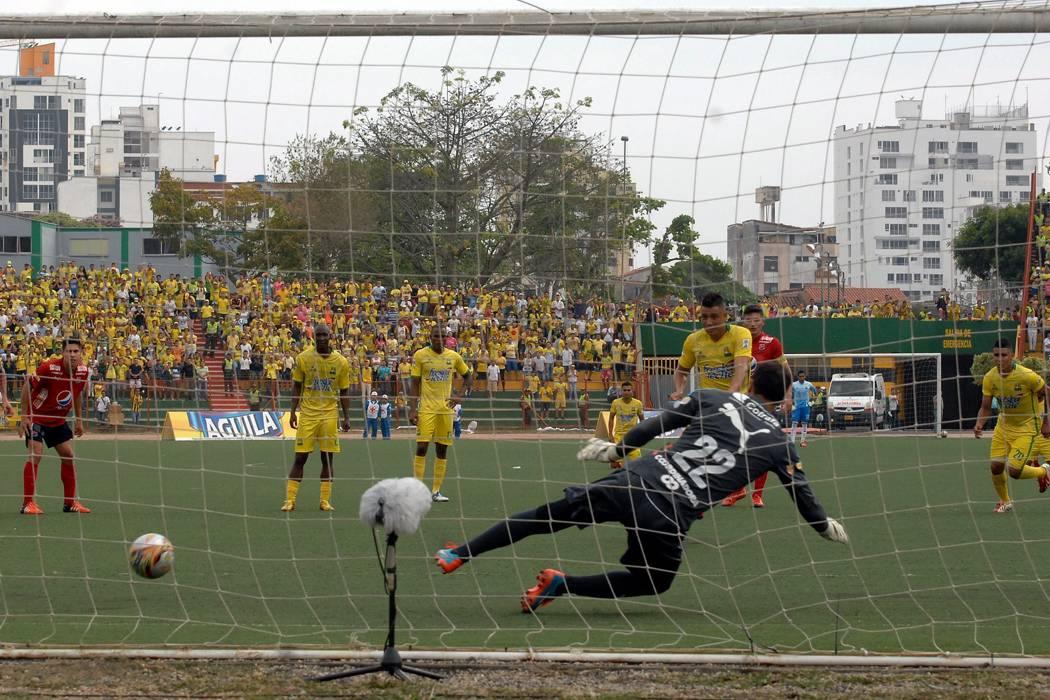 Diego Echeverri fue agredido por supuestos aficionados del Atlético Bucaramanga