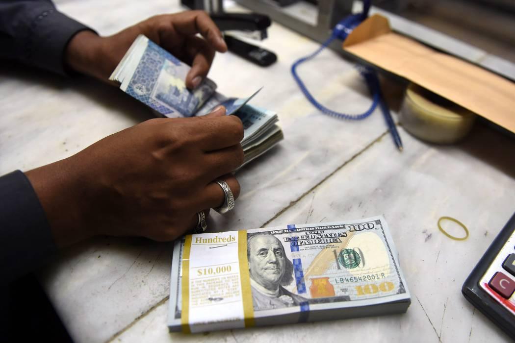 El dólar terminó abril en su nivel más bajo desde noviembre de 2015
