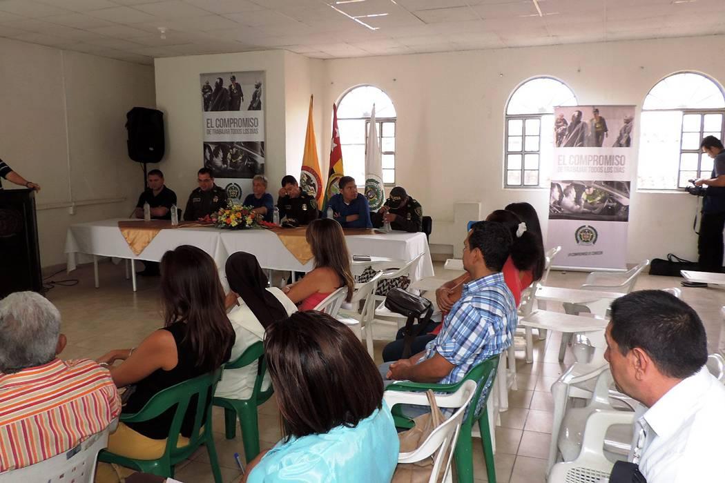 Comandante de Policía Santander se reunió con líderes comuneros