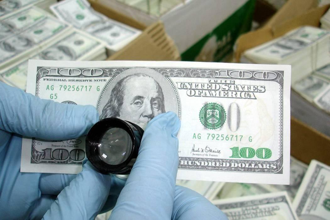 Alerta por banda dedicada al tráfico de dólares falsos en Bucaramanga