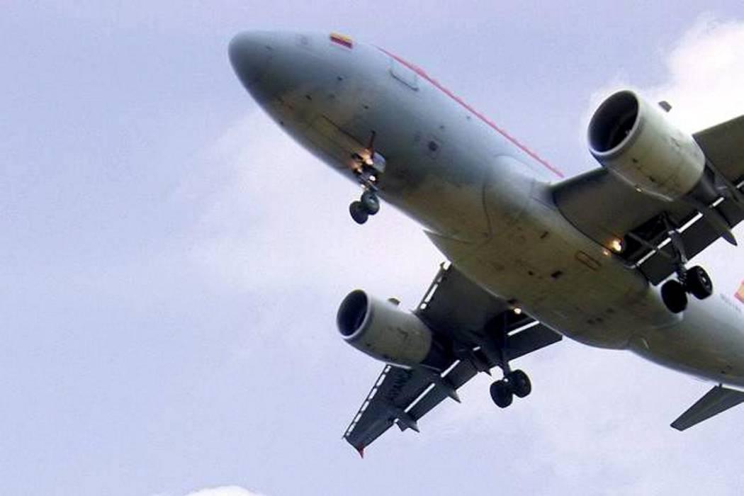 Amenaza de bomba en avión que salió de Colombia resultó falsa