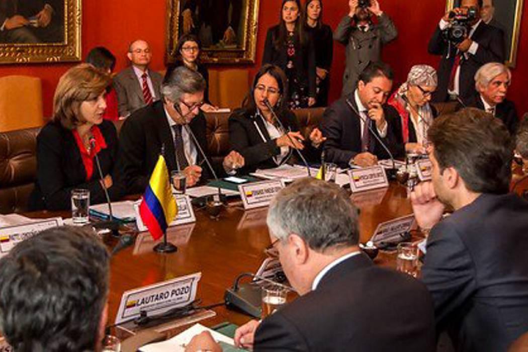 Colombia y Ecuador acuerdan protocolo para expulsar a migrantes ilegales