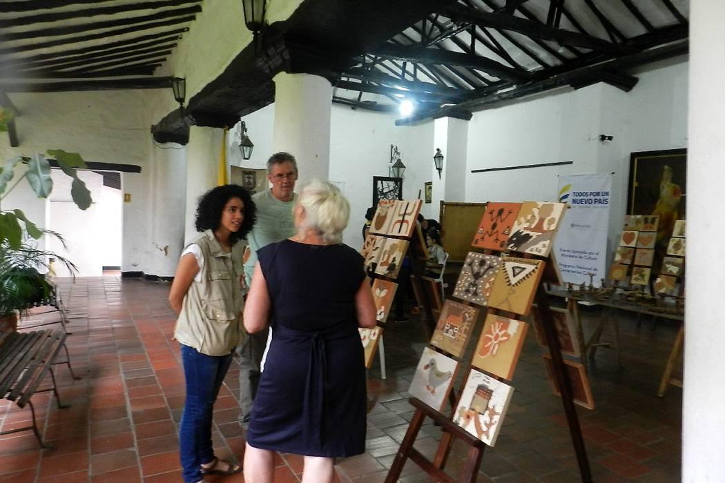Realizan exposición de arte en barro y pintura
