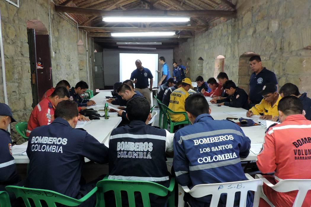 Bomberos de cuatro provincias  se capacitaron en el Socorro