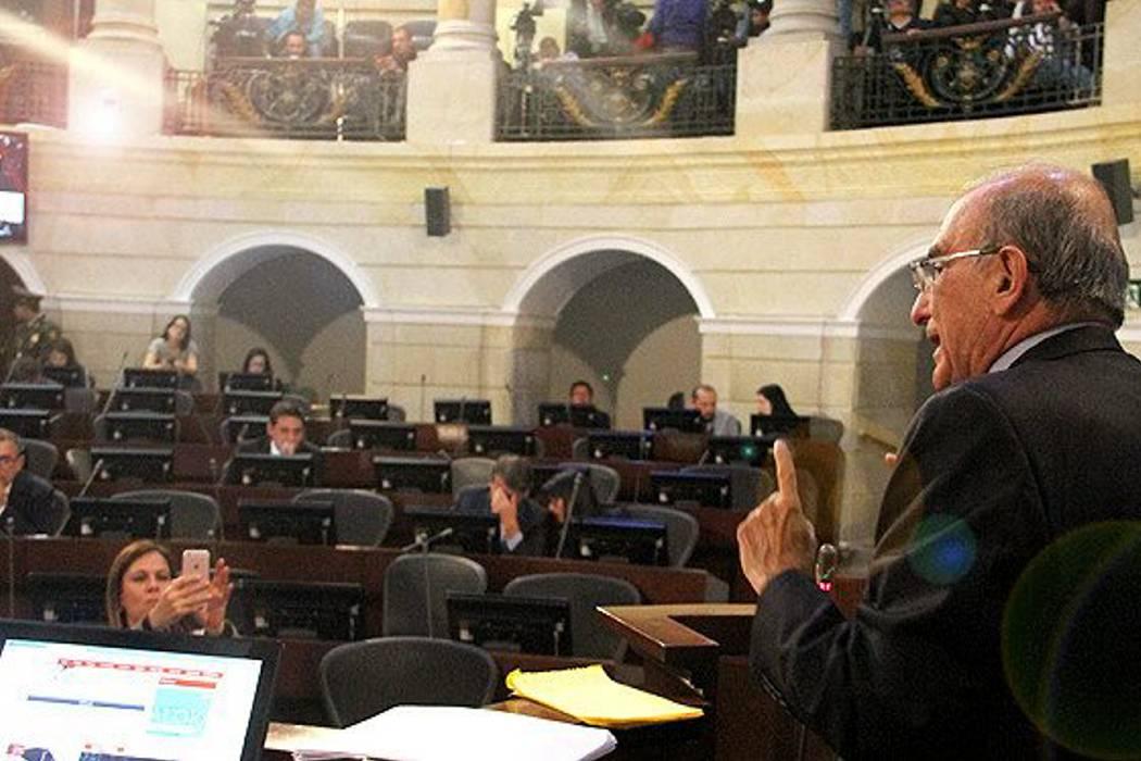 """Duros cuestionamientos en el Senado al """"acuerdo especial"""""""